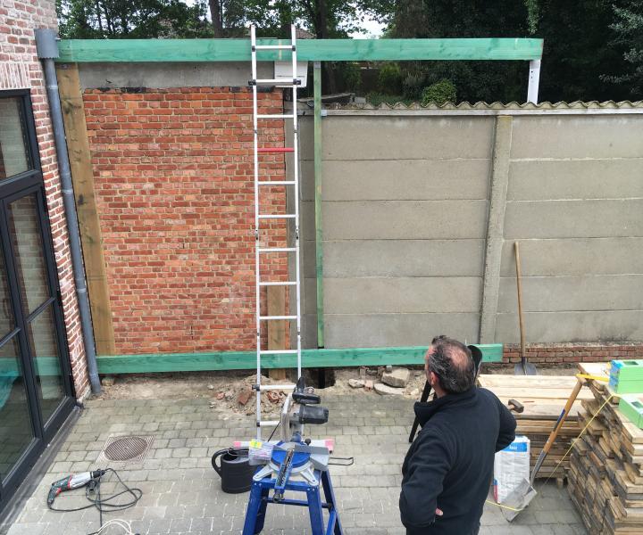 Bouwen houten muur afwerking tuin