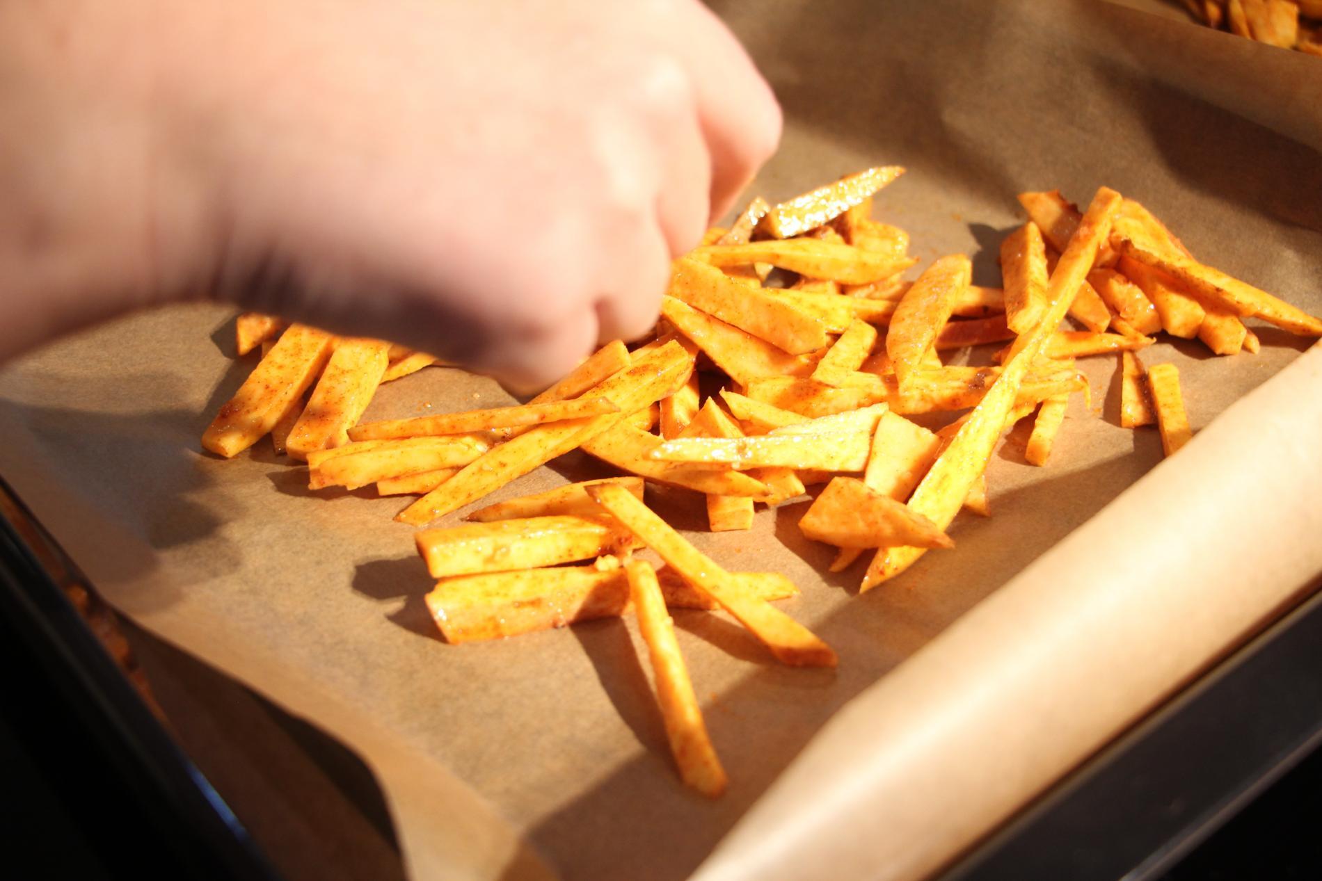 Krokante frietjes van zoete aardappel WordFit.be 'Gezond leren eten'
