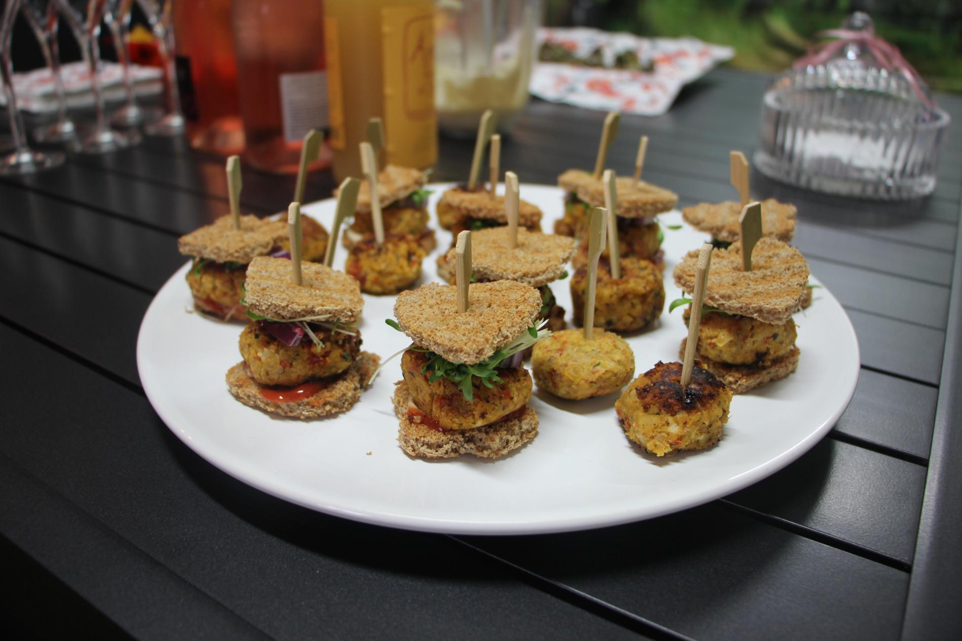 Foto hamburgers van kikkererwten WordFit kookworkshop