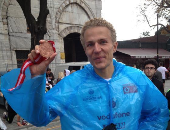 Frédéric Heylen finisht marathon van Instanbul